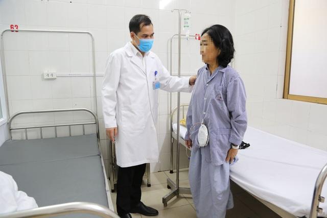 Cắt khối u thần kinh tọa kích thước lớn gây đau đớn cho bệnh nhân - Ảnh 2.