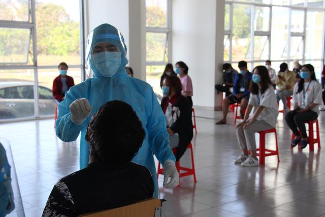 TP Hồ Chí Minh xét nghiệm COVID-19 ngẫu nhiên cho sinh viên - Ảnh 5.