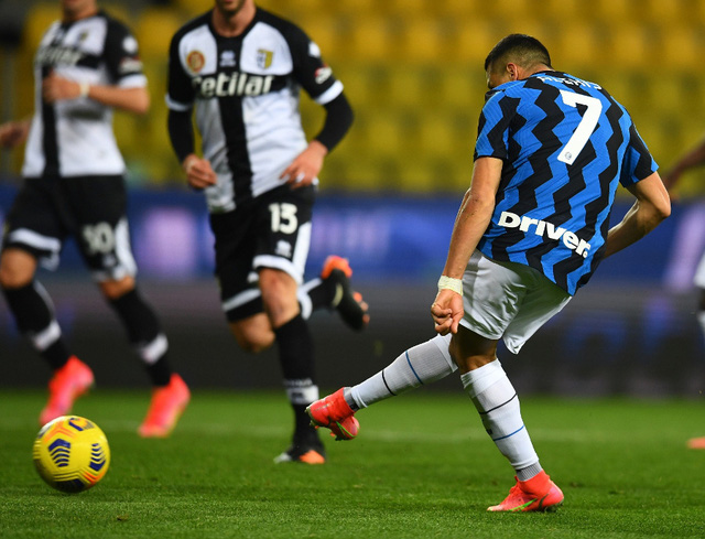 Parma 1-2 Inter Milan: Alexis tỏa sáng, Inter vững ngôi đầu - Ảnh 1.