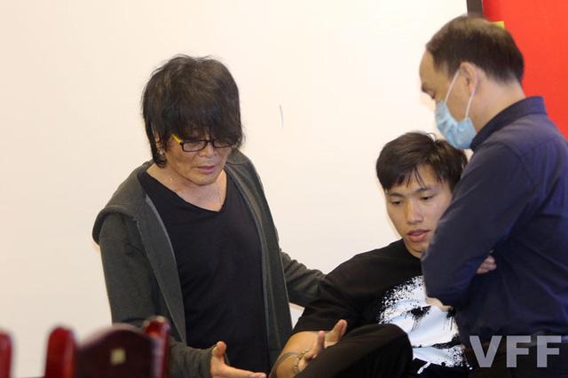 Các chuyên gia, bác sỹ hội chẩn tình trạng chấn thương của cầu thủ ĐTQG Đoàn Văn Hậu - Ảnh 3.