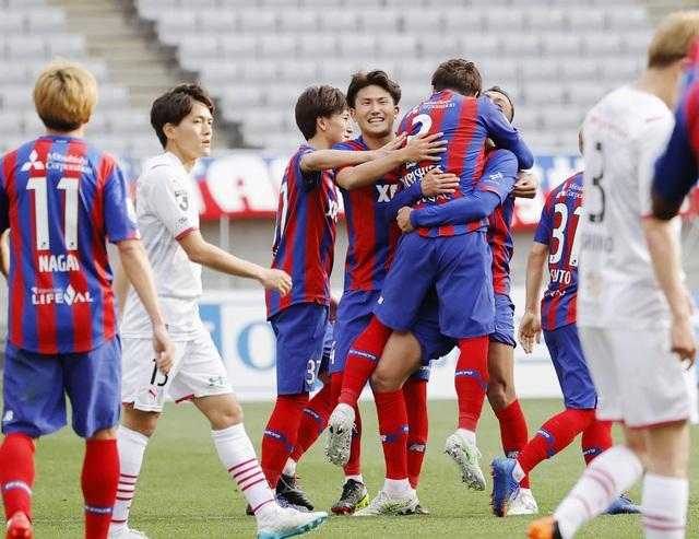 Đội bóng của Văn Lâm trả giá cho sai lầm của thủ môn - Ảnh 2.