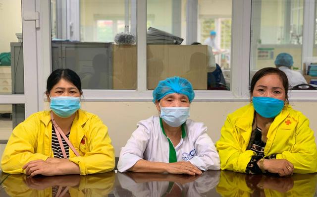 Nhân viên y tế trả lại 61 triệu đồng nhặt được cho người nhà bệnh nhân - Ảnh 1.