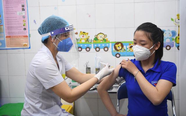 Ảnh: Những mũi tiêm vaccine COVID-19 đầu tiên tại Việt Nam - Ảnh 6.