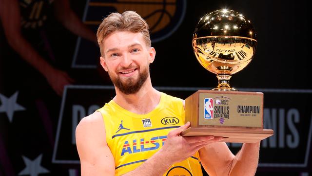 Stephen Curry giành danh hiệu vô địch cuộc thi ném 3 điểm - Ảnh 1.