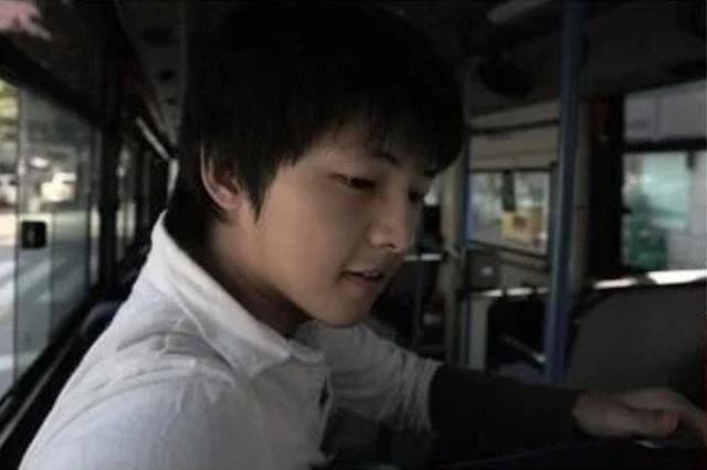 Sợ chưa, Song Joong Ki không hề già đi - Ảnh 5.
