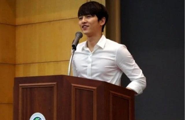 Sợ chưa, Song Joong Ki không hề già đi - Ảnh 2.