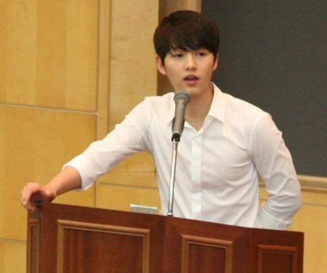Sợ chưa, Song Joong Ki không hề già đi - Ảnh 3.