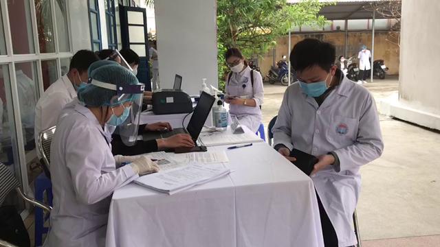 Ảnh: Những mũi tiêm vaccine COVID-19 đầu tiên tại Việt Nam - Ảnh 5.