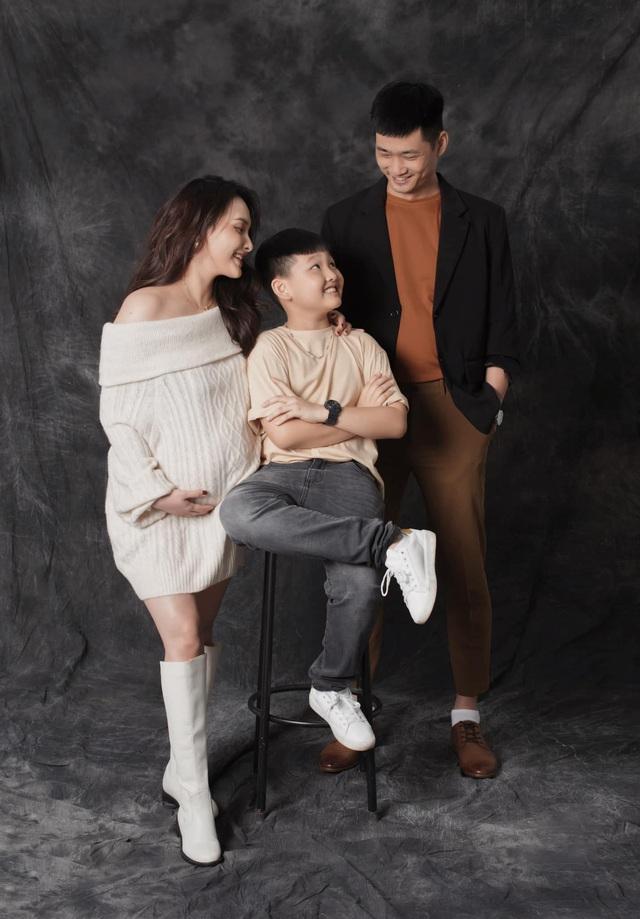 Sắp vỡ chum, Bảo Thanh khoe vẻ đẹp tươi tắn trong bộ ảnh kỷ niệm cùng gia đình - Ảnh 3.