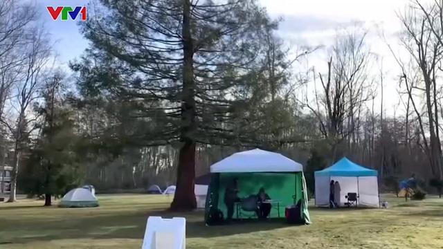 Công viên - nơi hẹn hò của các cặp đôi mùa dịch bệnh - Ảnh 1.