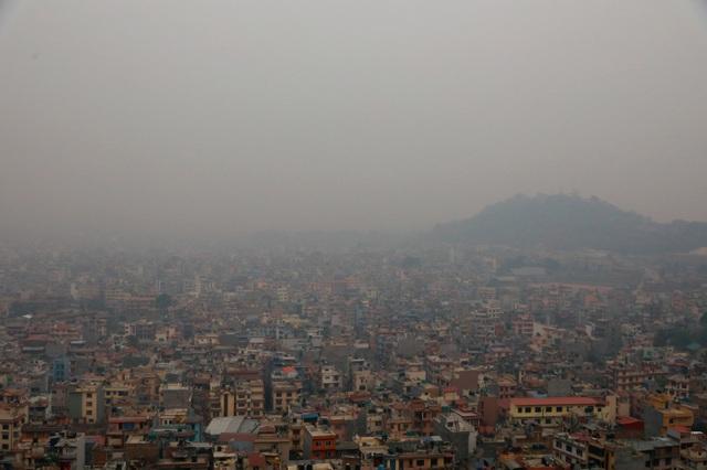 Cháy rừng tồi tệ nhất trong nhiều năm qua gây ô nhiễm không khí nghiêm trọng ở Nepal - Ảnh 1.