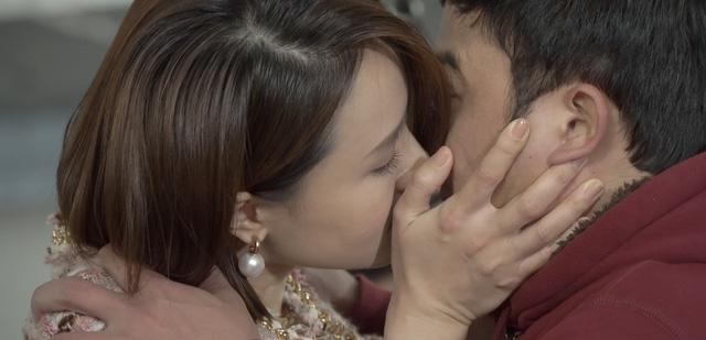 Bị cướp nụ hôn trên phim, Hồng Đăng gửi ngay ảnh cảnh cáo Hồng Diễm và cái kết - ảnh 1