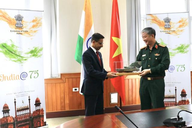 Hạ thủy 2 tàu tuần tra cao tốc thuộc gói tín dụng quốc phòng 100 triệu USD của Ấn Độ - Ảnh 8.