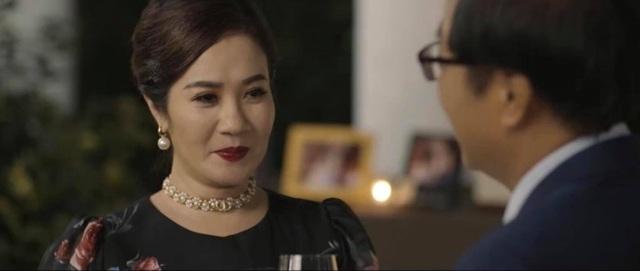 Hãy nói lời yêu tập 1: Đúng sinh nhật mẹ, Hoàng My (Quỳnh Kool) tận mắt  chứng kiến bố ngoại tình   VTV.VN