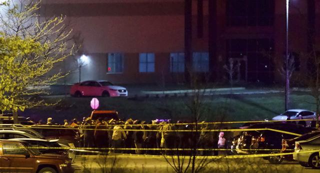 Xả súng hàng loạt tại cơ sở FedEx ở Indianapolis (Mỹ) khiến nhiều người thương vong - Ảnh 1.