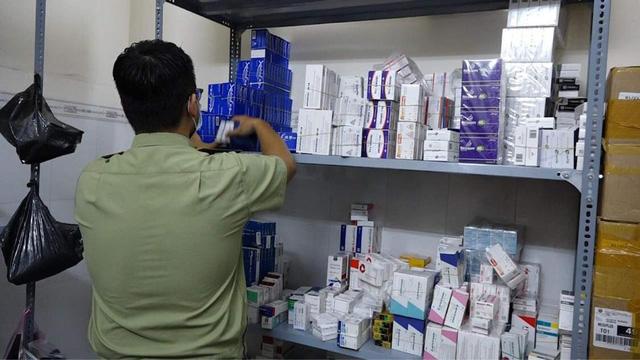 Phát hiện lượng lớn thuốc, thực phẩm chức năng nghi nhập lậu - Ảnh 1.