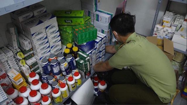 Phát hiện lượng lớn thuốc, thực phẩm chức năng nghi nhập lậu - Ảnh 3.