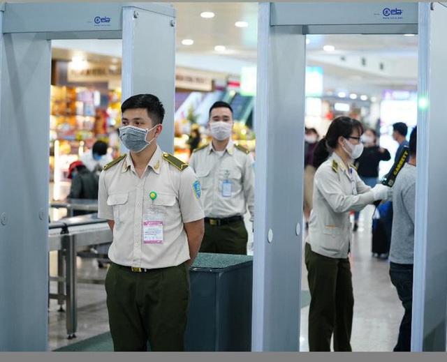 Bộ GTVT họp khẩn về ùn tắc tại sân bay Tân Sơn Nhất - ảnh 1