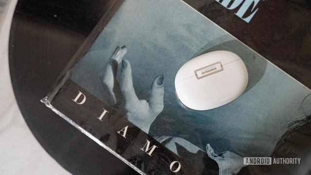 Oppo ra mắt tai nghe Enco X: Chống ồn chủ động, pin hơn 1 ngày, giá 3,99 triệu đồng - ảnh 1