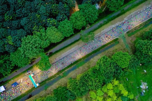 """Ecopark Marathon ấn tượng với """"cung đường chạy đẹp nhất Việt Nam"""" - Ảnh 2."""
