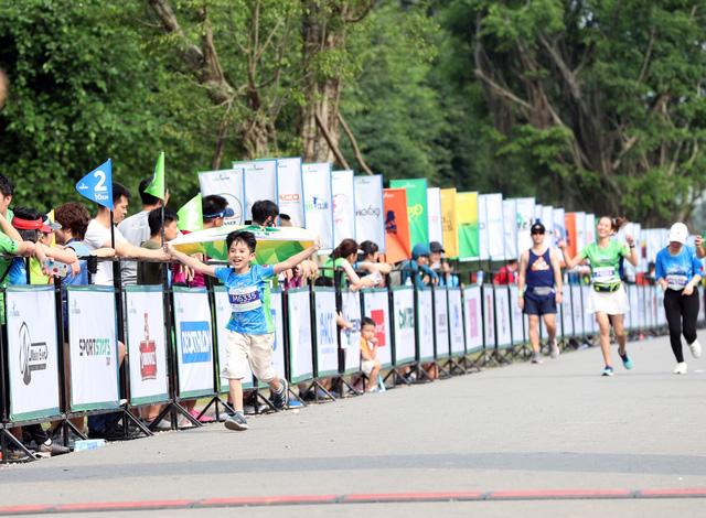 """Ecopark Marathon ấn tượng với """"cung đường chạy đẹp nhất Việt Nam"""" - Ảnh 12."""
