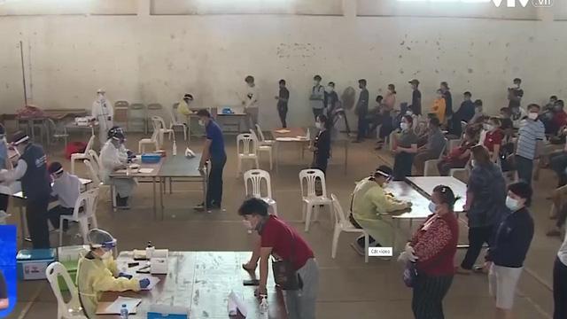 Thủ đô Vientiane ngày đầu Nội bất xuất, ngoại bất nhập - ảnh 1