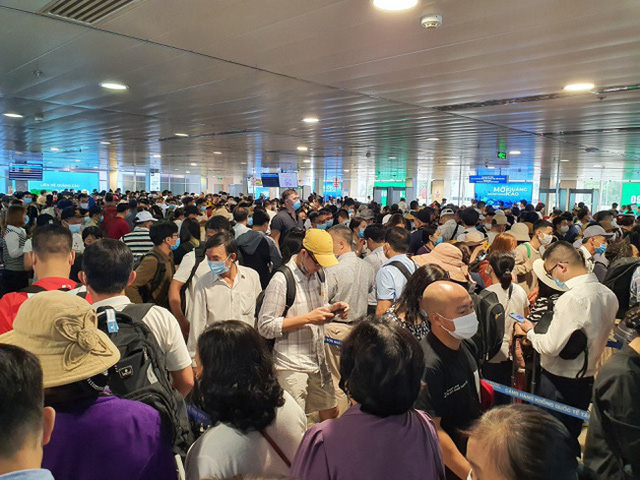 Sân bay Tân Sơn Nhất bổ sung thêm 5 máy soi chiếu an ninh - ảnh 1