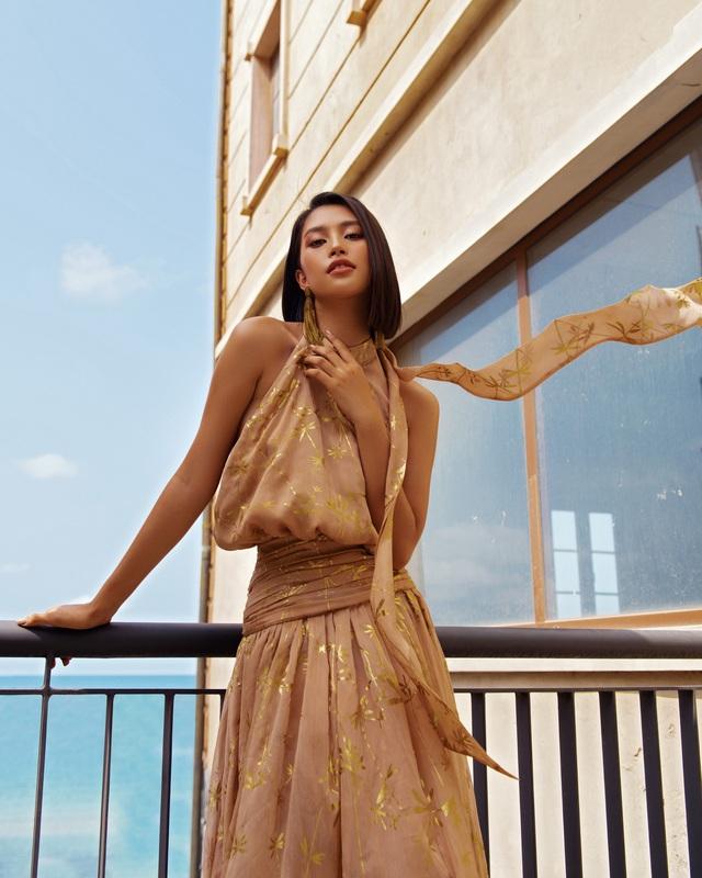 Hoa hậu Tiểu Vy khoe làn da rám nắng quyến rũ - ảnh 13