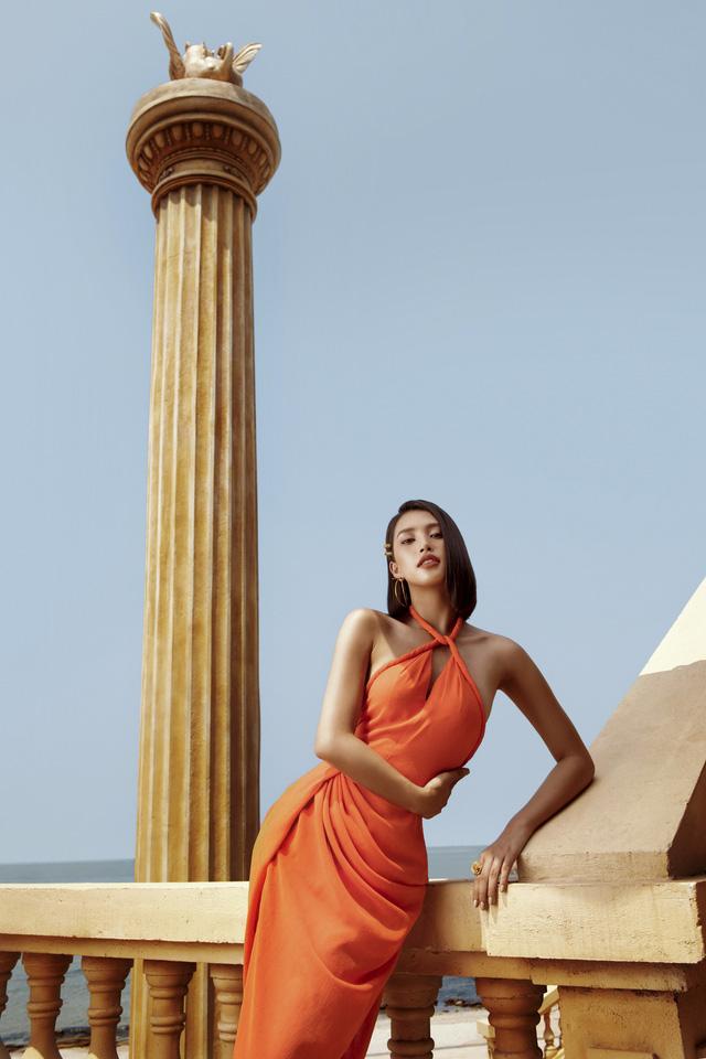 Hoa hậu Tiểu Vy khoe làn da rám nắng quyến rũ - ảnh 12