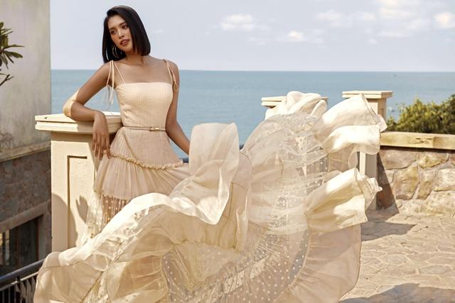 Hoa hậu Tiểu Vy khoe làn da rám nắng quyến rũ - ảnh 3