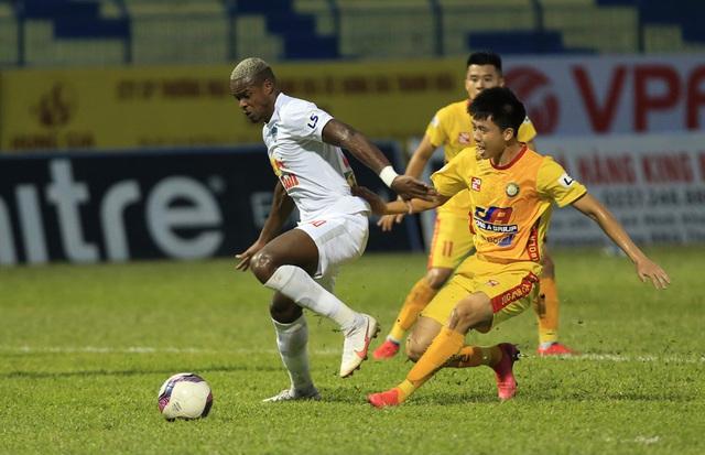 Chùm ảnh: Công Phượng ghi bàn, Hoàng Anh Gia Lai giành 3 điểm trước Đông Á Thanh Hóa - Ảnh 10.