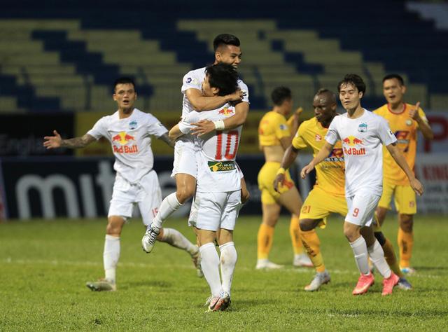 Chùm ảnh: Công Phượng ghi bàn, Hoàng Anh Gia Lai giành 3 điểm trước Đông Á Thanh Hóa - Ảnh 11.