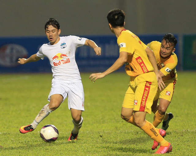 Chùm ảnh: Công Phượng ghi bàn, Hoàng Anh Gia Lai giành 3 điểm trước Đông Á Thanh Hóa - Ảnh 7.