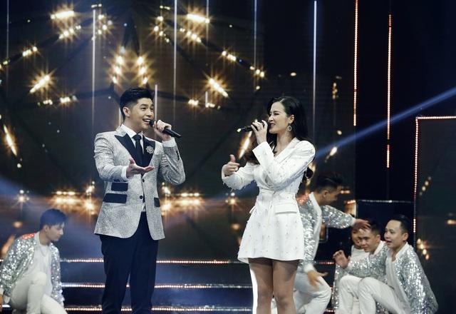 Noo Phước Thịnh - Đông Nhi chăm sóc nhau ân cần trong đại tiệc mừng sinh nhật VTV3 - Ảnh 2.