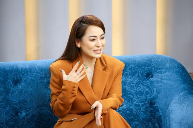 Mảnh ghép hoàn hảo: Con gái nuôi Hoài Linh bị bạn trai phàn nàn về việc lớn tiếng trong giao tiếp - Ảnh 1.