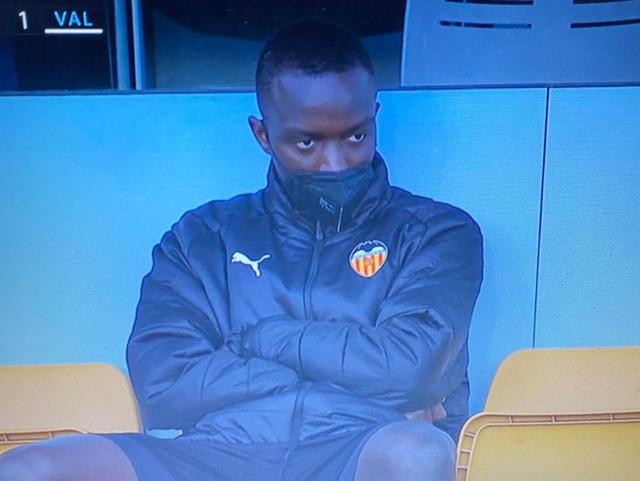 Cả đội Valencia bỏ thi đấu khi đồng đội bị phân biệt chủng tộc - Ảnh 4.