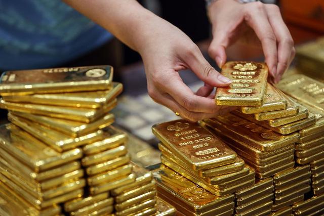 Giá vàng lao dốc, mong manh mốc 55 triệu đồng/lượng - ảnh 1
