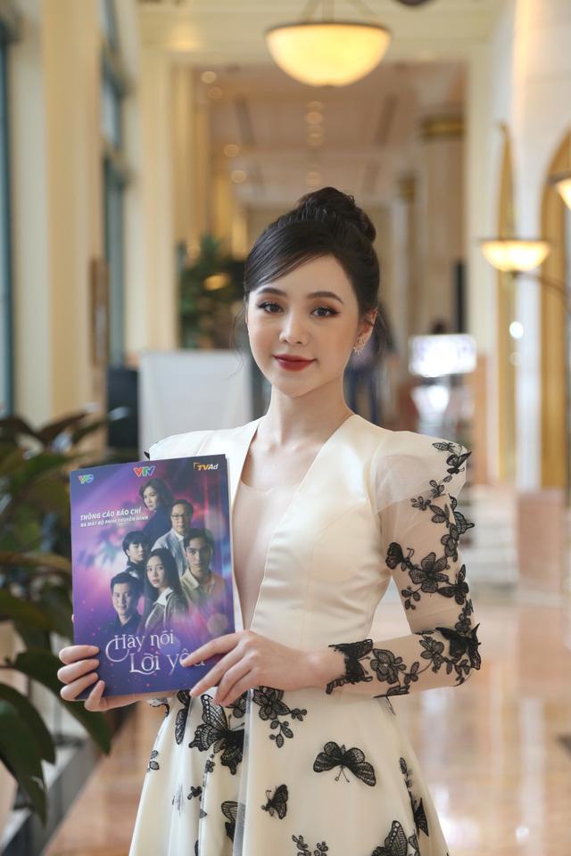 Quỳnh Kool diện váy xẻ sâu trong họp báo phim mới Hãy nói lời yêu - Ảnh 3.