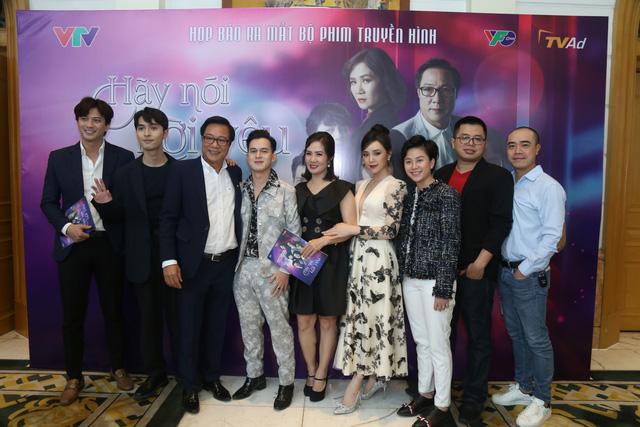 Quỳnh Kool diện váy xẻ sâu trong họp báo phim mới Hãy nói lời yêu - Ảnh 12.