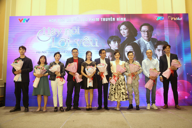 Quỳnh Kool diện váy xẻ sâu trong họp báo phim mới Hãy nói lời yêu - Ảnh 14.
