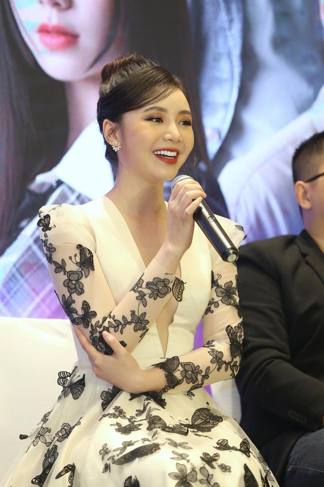 Quỳnh Kool diện váy xẻ sâu trong họp báo phim mới Hãy nói lời yêu - Ảnh 1.