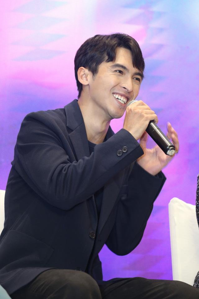 Quỳnh Kool diện váy xẻ sâu trong họp báo phim mới Hãy nói lời yêu - Ảnh 8.