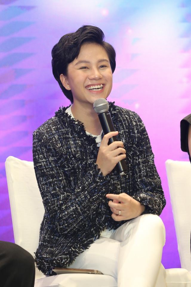 Quỳnh Kool diện váy xẻ sâu trong họp báo phim mới Hãy nói lời yêu - Ảnh 17.