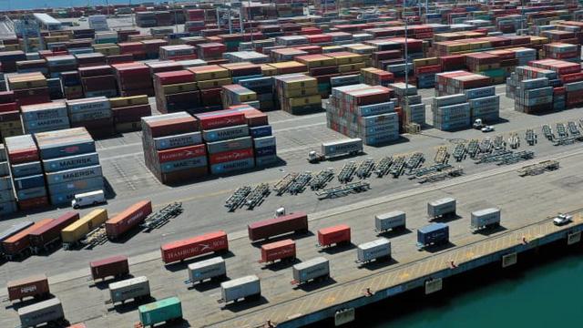 Cảng biển Mỹ tắc nghẽn, phí vận tải biển thế giới nhảy vọt - ảnh 1