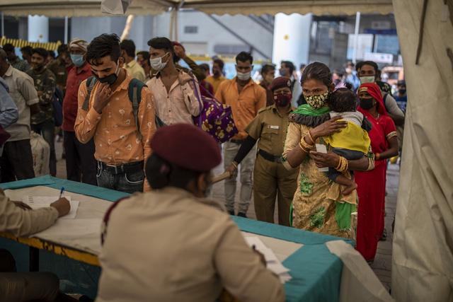 Hơn 132,9 triệu ca mắc COVID-19 trên thế giới, Ấn Độ trước sức ép lớn từ làn sóng lây nhiễm thứ 2 - Ảnh 1.
