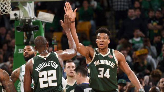 Milwaukee Bucks gia hạn hợp đồng với hậu vệ Jrue Holiday - Ảnh 1.