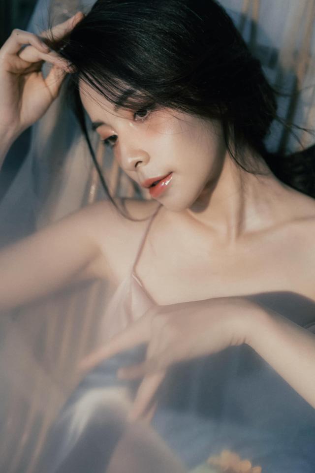Chào tuổi 25, Trần Vân tung bộ ảnh mới vô cùng quyến rũ - Ảnh 2.