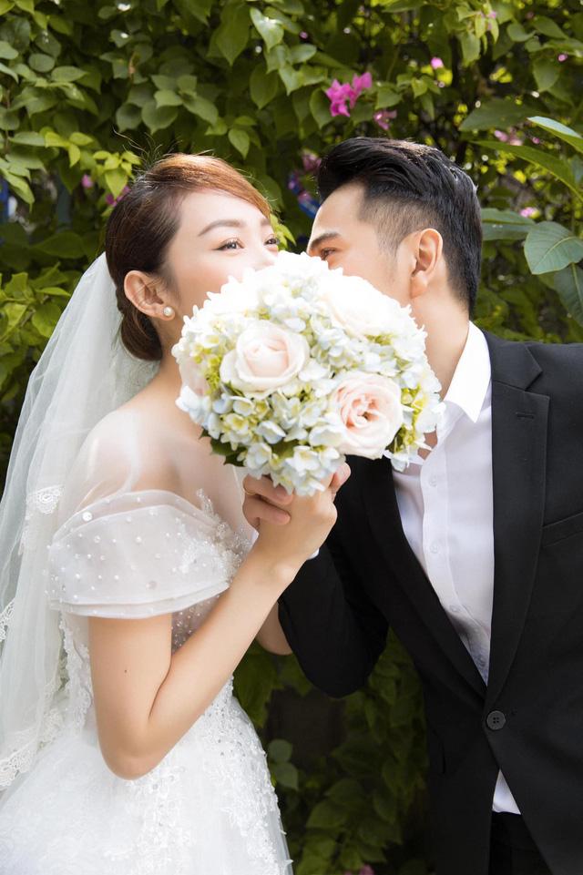 Minh Hằng khoe ảnh cưới với Hotboy nổi loạn 2 Trần Huy Anh - Ảnh 1.