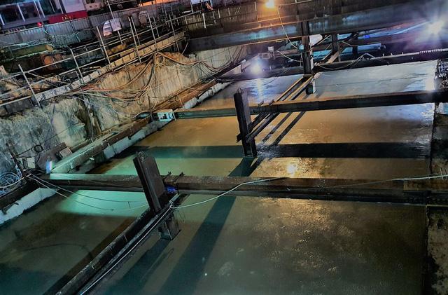 Thi công xuyên đêm hoàn thành đổ bê tông sàn nhà ga Bến Thành - Ảnh 2.