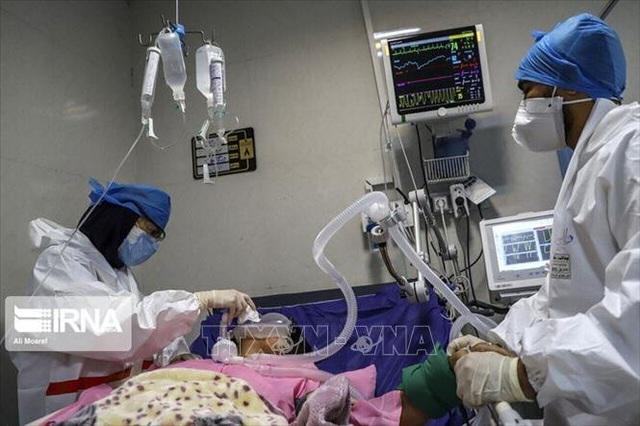 Thế giới ghi nhận 133,6 triệu ca mắc COVID-19, Ukraine vật lộn với sức ép dịch bệnh lây lan - Ảnh 2.